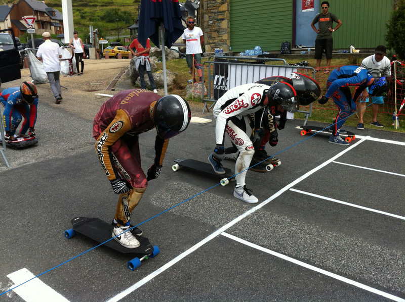 An example of pushing lanes at the Start line.